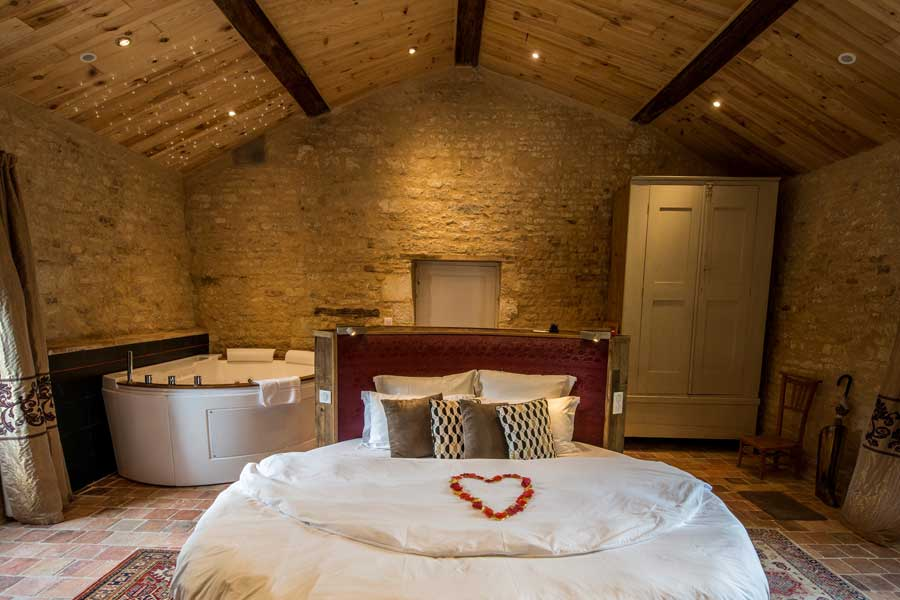 Nuit romantique avec jacuzzi dans la chambre p re joseph - Hotel avec jacuzzi dans la chambre nantes ...