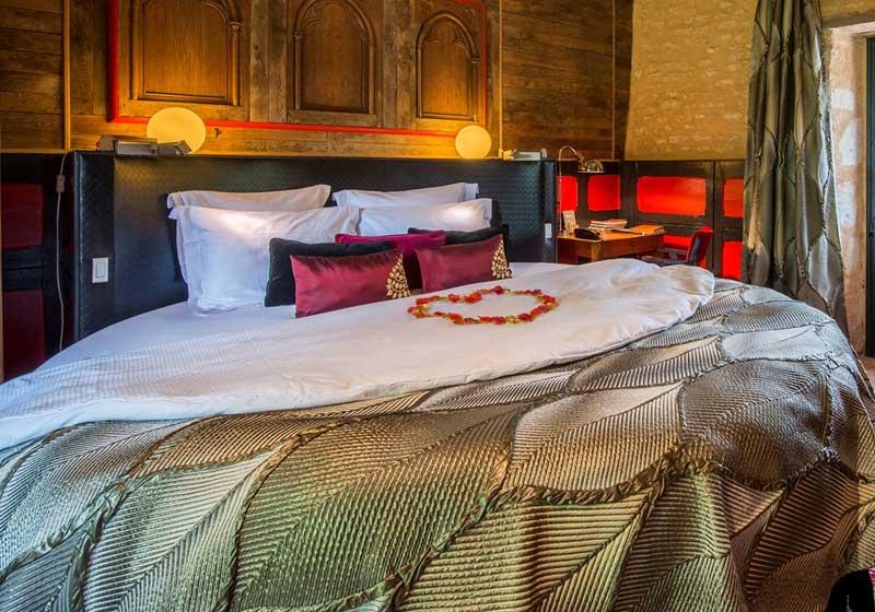 Suite avec lit rond et jacuzzi privatif
